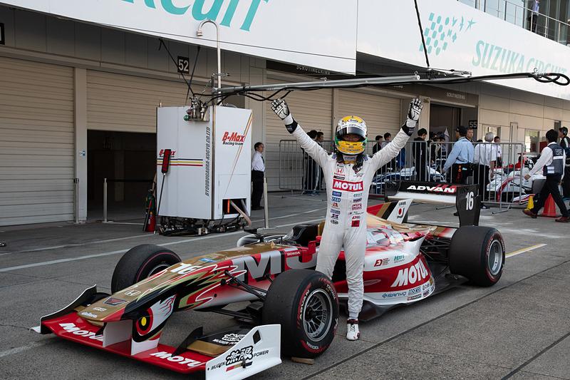 ポールポジションを獲得したことにより、山本尚貴選手はポールポジションポイントを獲得