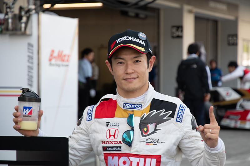 ポールポジションを獲得した山本尚貴選手(16号車 TEAM MUGEN SF14)