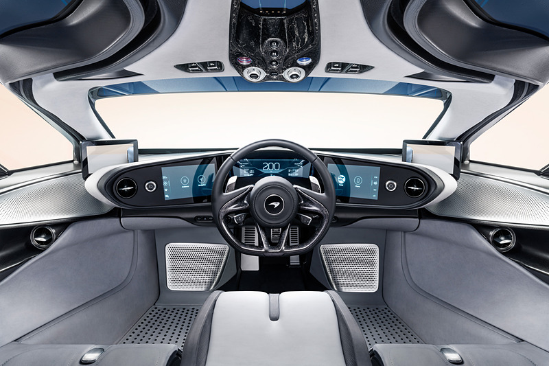ドライバーズシートを中央配置するSpeedtailのインテリア