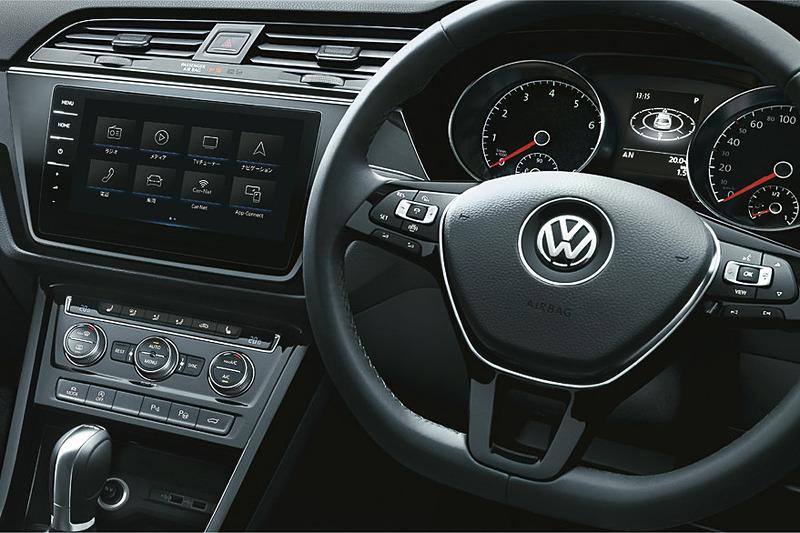 "SSDナビに加え、Volkswagen Media Controlアプリケーションに対応し、ハンズフリーフォンなどの機能も備えるフォルクスワーゲン純正インフォテイメントシステム""Discover Pro""を標準装備"