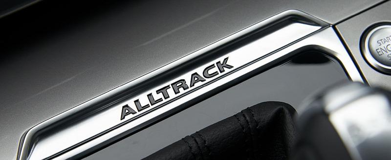6速DSGのシフトセレクターやドアシルプレートに「ALLTRACK」のロゴを設定