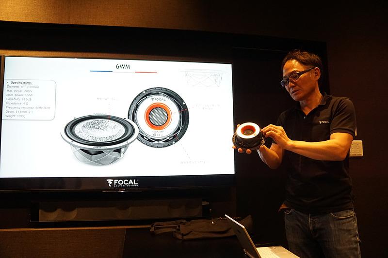 スピーカーの筐体も背圧を考慮したデザインを採用