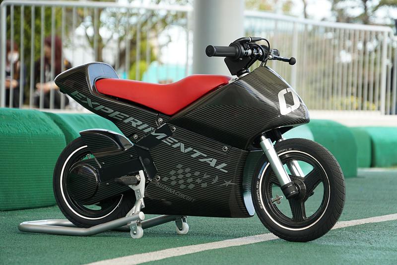 新アトラクション「モトファイター」の開発車両は車両重量15kg。バッテリーと電動モーターを搭載して最高速は15km/h