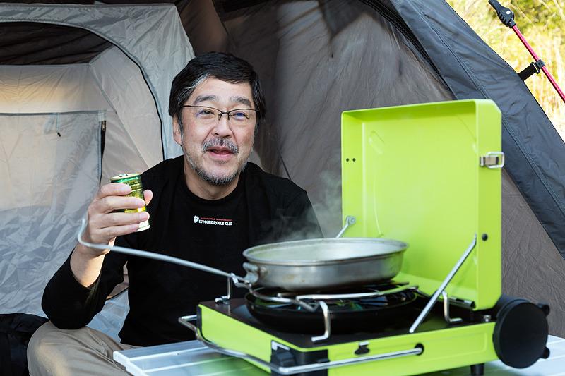 おっさん、一応キャンプ料理ということで焼肉セットは用意してきた。しかし実際に使ったのは缶コーヒーを温めただけ