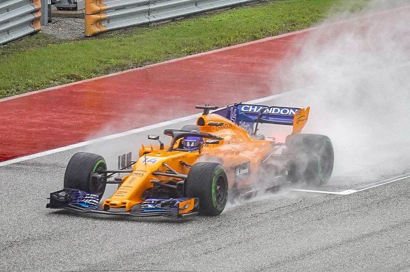 アメリカGPのFP2を走るマクラーレンのフェルナンド・アロンソ選手