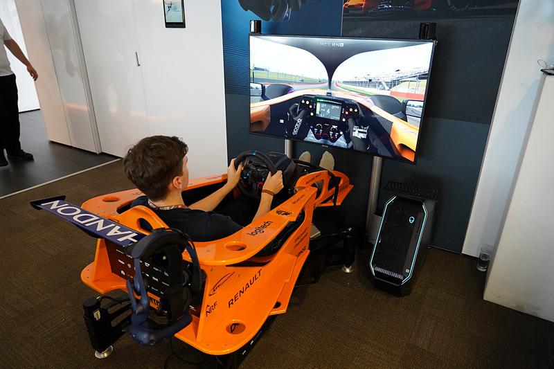 マクラーレン・チームのパドッククラブにも、Dell AlienwareブランドのデスクトップPCを利用したゲーム環境が整えられ、VRでも楽しむことができた