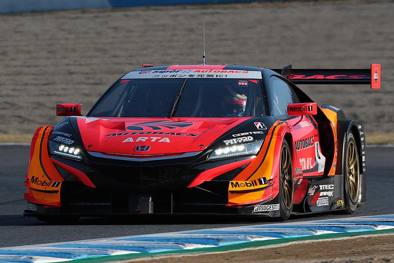 ポールポジションの8号車 ARTA NSX-GT(野尻智紀/伊沢拓也組、BS)が序盤からトップを走行した