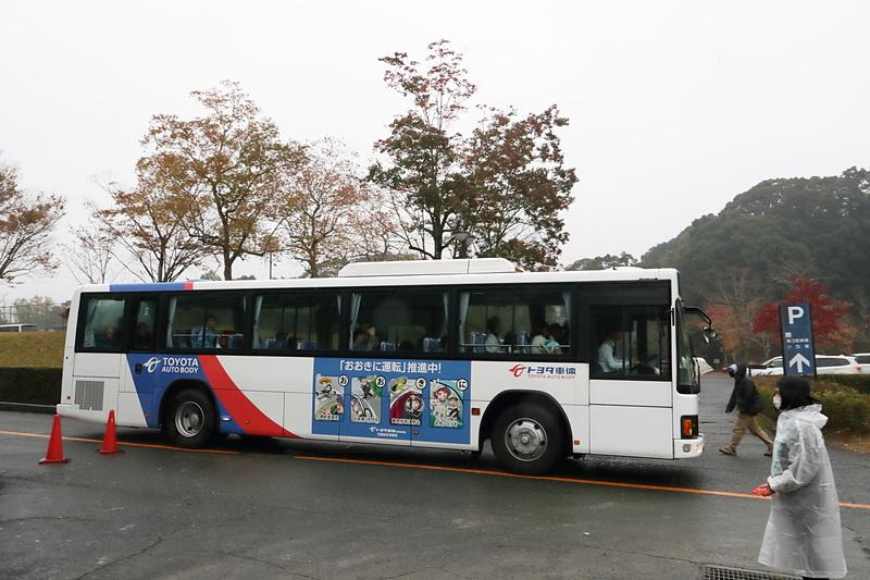会場などで使われた送迎用のバス