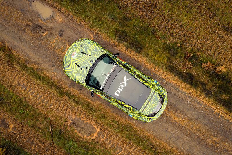 新型DBX プロトタイプ車