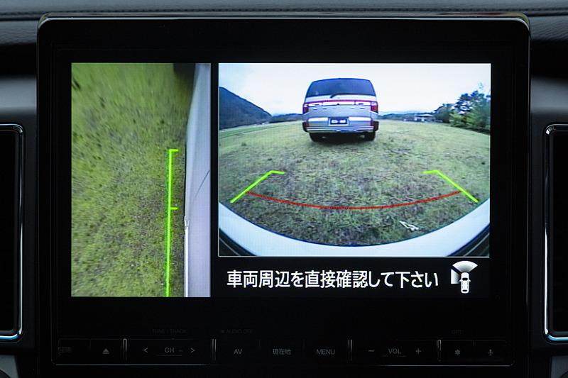 前後左右4つのカメラを利用したマルチアラウンドモニターはPグレードに標準装備。Gグレード以上はオプション