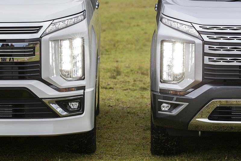 ライトの点灯パターン。左がアーバンギア、右が標準車