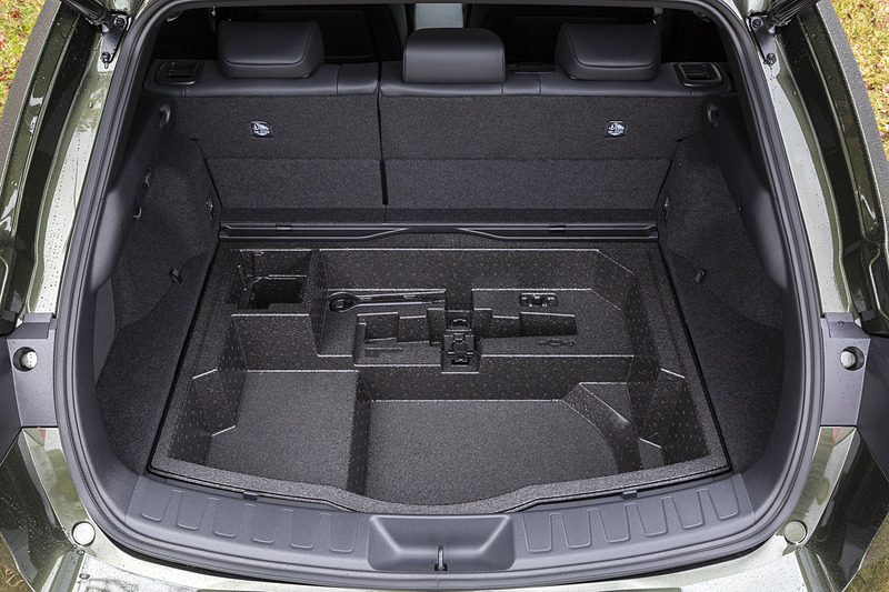 アンダーデッキは51Lとハイブリッド車より大容量