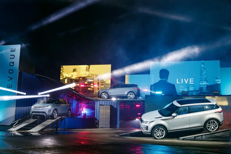 新型イヴォークの発表会の様子。イヴォークは世界販売台数77万2096台以上を記録した、ラグジュアリーコンパクトSUV市場のパイオニア的存在