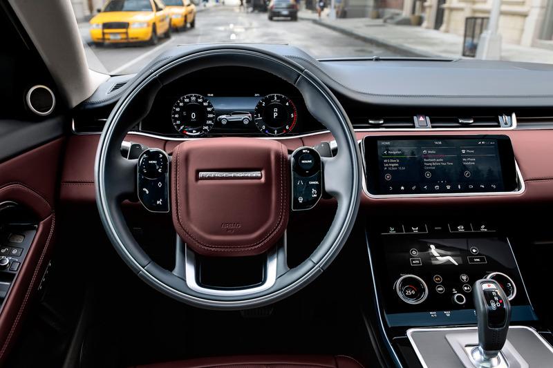 新型イヴォークのインテリア。AI(人工知能)アルゴリズムによりドライバーの好みや行動パターンを学習し、ドライバーをサポートする「スマート・セッティング」をランドローバーとして初採用