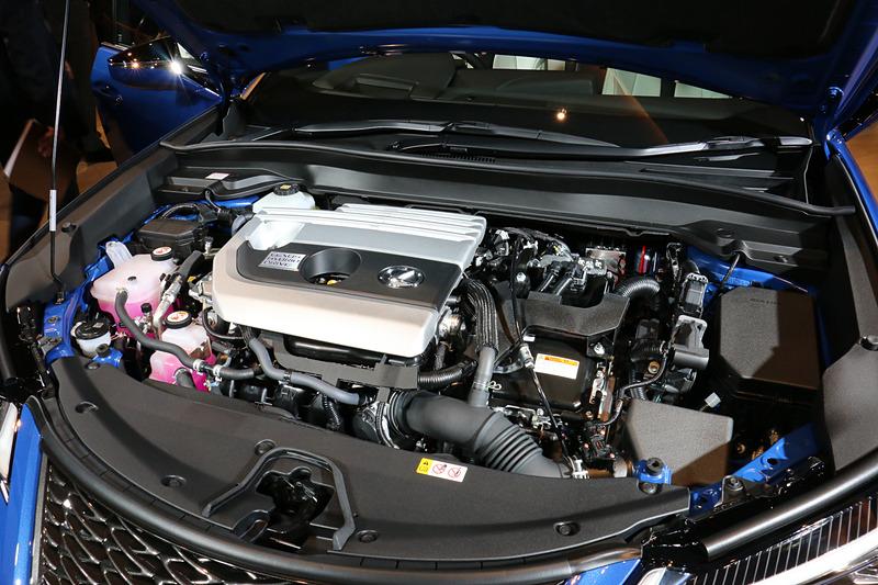 ハイブリッドモデルの「UX250h」では、最高出力107kW(146PS)/6000rpm、最大トルク188Nm(19.2kgfm)/4400rpmを発生する直列4気筒 2.0リッター直噴「M20A-FXS」型エンジンを採用