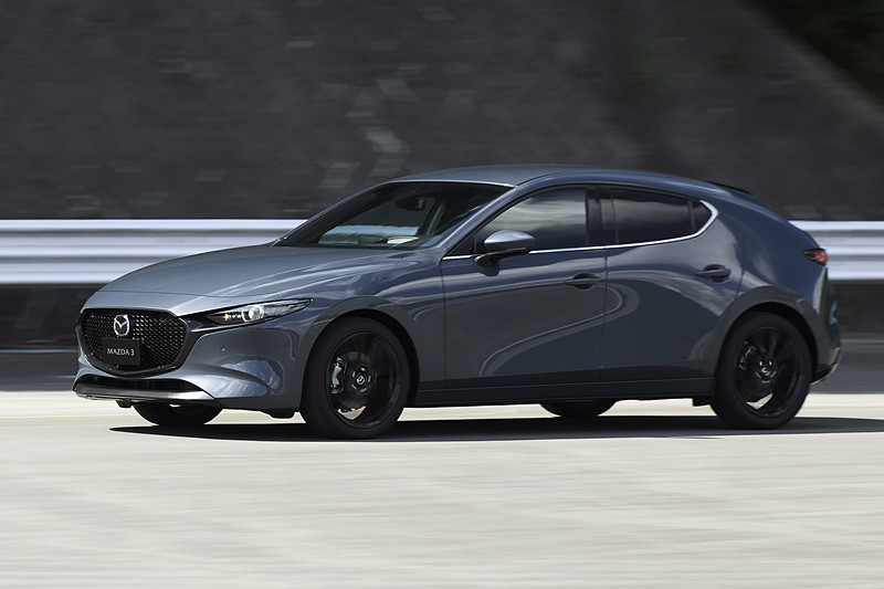 新型Mazda3 ハッチバックの走行イメージ