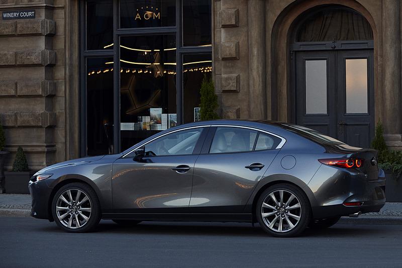新型Mazda3 セダン(北米仕様車)。ボディサイズは4662×1797×1445mm(全長×全幅×全高)、ホイールベースは2725mm