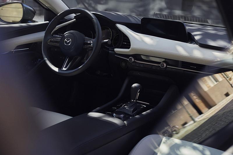 新型Mazda3のインテリア(北米仕様車)