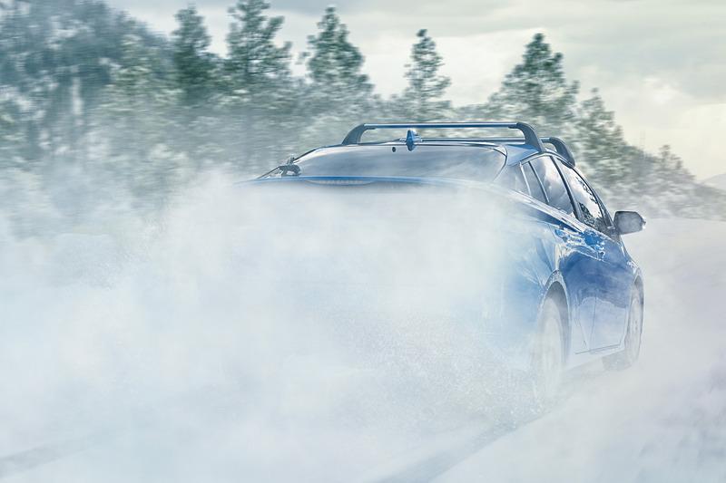 発進から6mph(約9.6km/h)まで後輪を駆動させ、さらに必要に応じて43mph(約70km/h)までモーターアシストを実施。雨や雪で滑りやすい路面で安定した走りを提供する