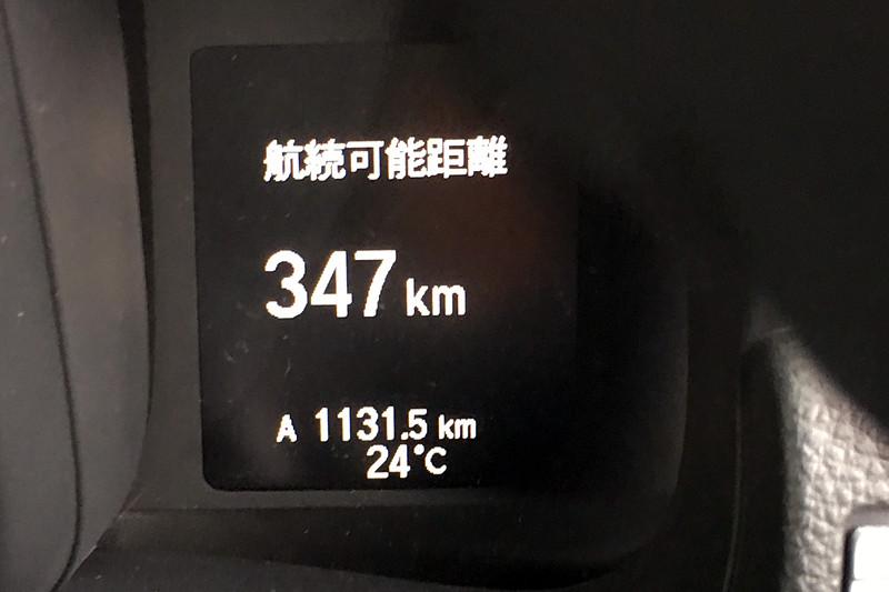 1Lあたり15kmを走るとしても、375kmしか航続距離がないのが筆者的に厳しいところ。1回の取材で100kmの移動は普通で、日帰りで往復300kmも珍しくないので、タンク容量はせめて40Lくらい欲しい