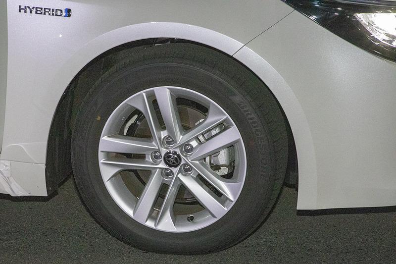 このテストもブレーキ温度設定がある。こちらも温度設定は65℃~100℃。ここから外れた場合は合わせてからテストを行なう。試験車は新車なので、テストの前にはタイヤの慣らし走行を行なっていて、ブレーキも200回くらい効かせてあたりを付ける。空気圧は車両ごとにメーカーが設定している指定空気圧に合わせる