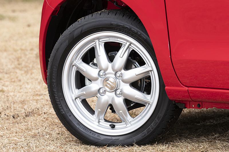 15インチアルミホイールを装着し、165/55 R15サイズのタイヤを組み合わせる