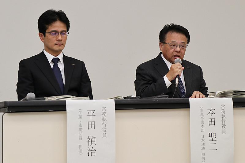 記者会見で登壇した日産自動車株式会社の常務執行役員 平田禎治氏(左)、常務執行役員 本田聖二氏(右)