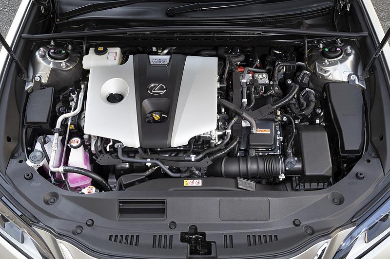 最高出力131kW(178PS)/5700rpm、最大トルク221Nm(22.5kgfm)/3600-5200rpmを発生する直列4気筒 2.5リッター直噴自然吸気エンジン「A25A-FXS」型と、最高出力88kW(120PS)、最大トルク202Nm(20.6kgfm)を発生する「3NM」型モーターを組み合わせるハイブリッドシステムを全車で採用