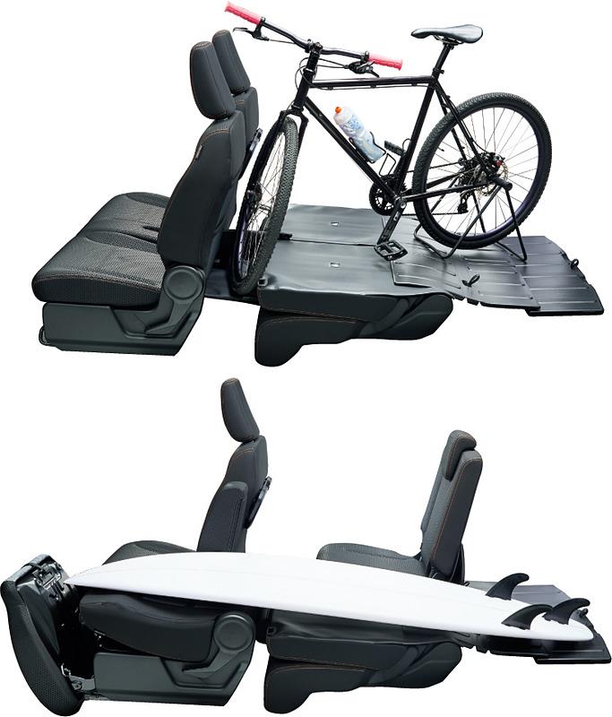 シートを倒せば自転車やサーフボードも積める
