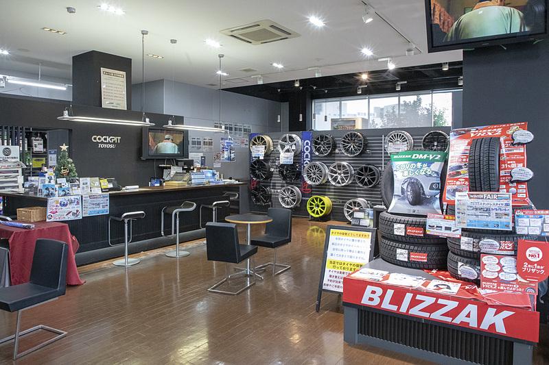 タイヤを買いに行ったのは、東京都江東区枝川にある「コクピット豊洲店」。所在地は東京都江東区枝川1-2-3
