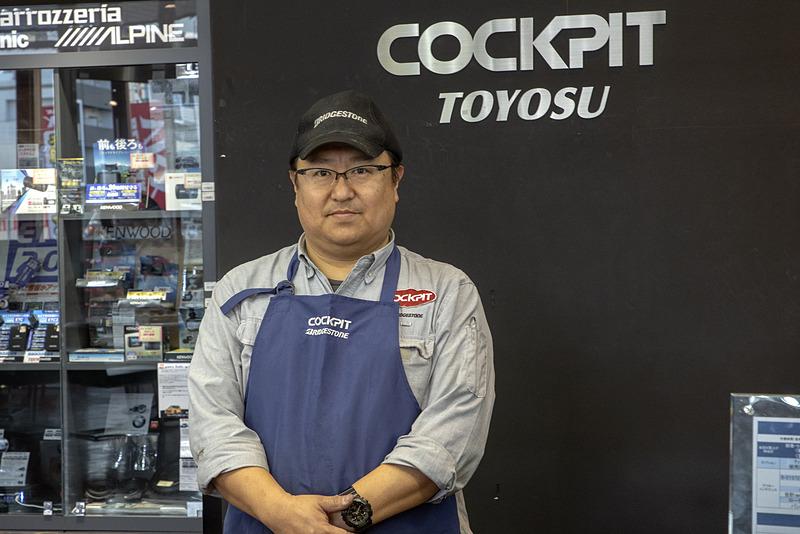 対応してくれたのは店長の鷲頭潤一さん。スカイライン GT-R(BNR32型)に乗るクルマ好きな方だ