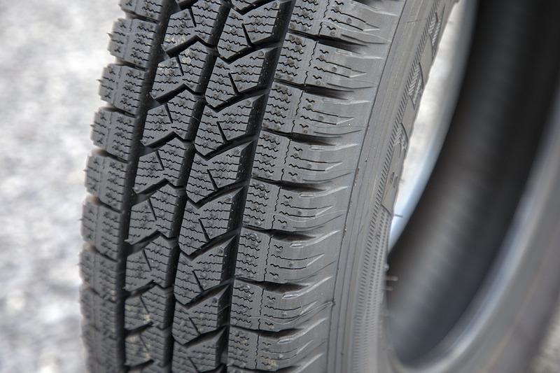 ブロック高は乗用車用より高めという。摩耗しにくいのもこのタイヤの特徴