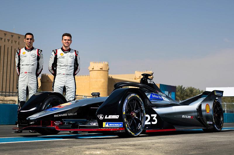 今シーズンから日産とパートナーシップを組む「e.dams」。ドライバーはF1でも活躍していたセバスチャン・ブエミ選手(左)と、GP2シリーズやル・マン24時間レースにも参戦経験を持つ若手ドライバーのオリバー・ローランド選手(右)