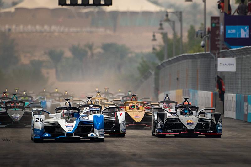 フォーミュラE シーズン5 開幕戦の決勝レースがスタート