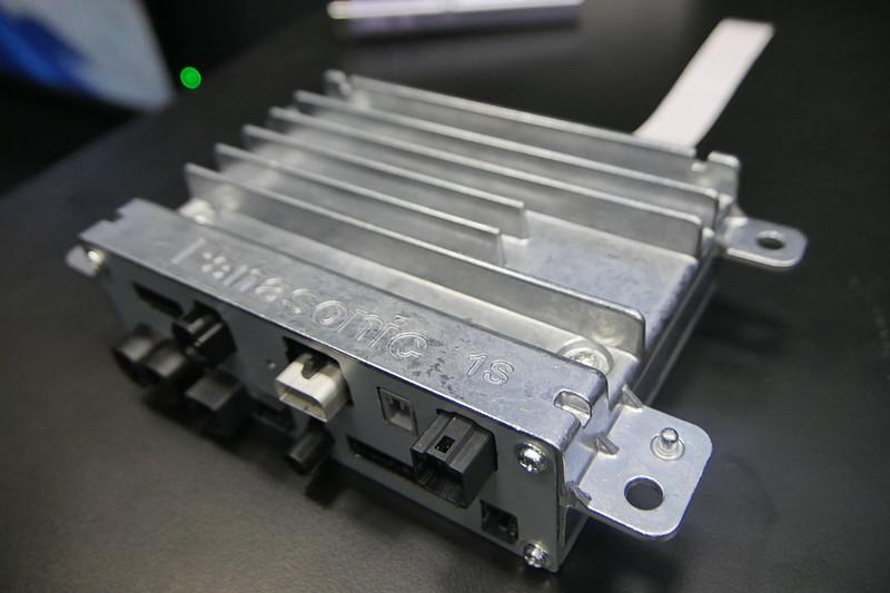 自動車に搭載するシングルブレインコクピットドメインコントローラーユニット