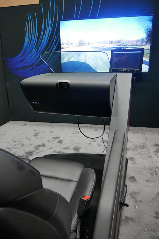 ドライバーモニタリングシステムを採用したHUD