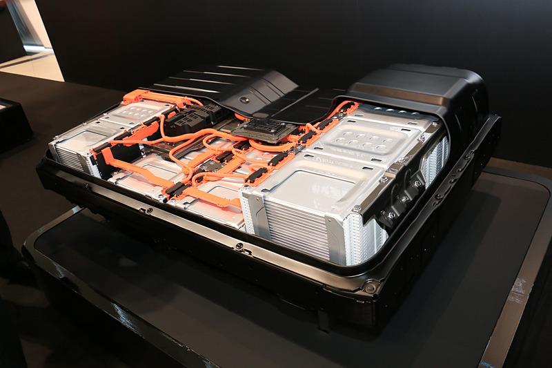 リーフ e+で採用されている62kWh版の走行用バッテリー