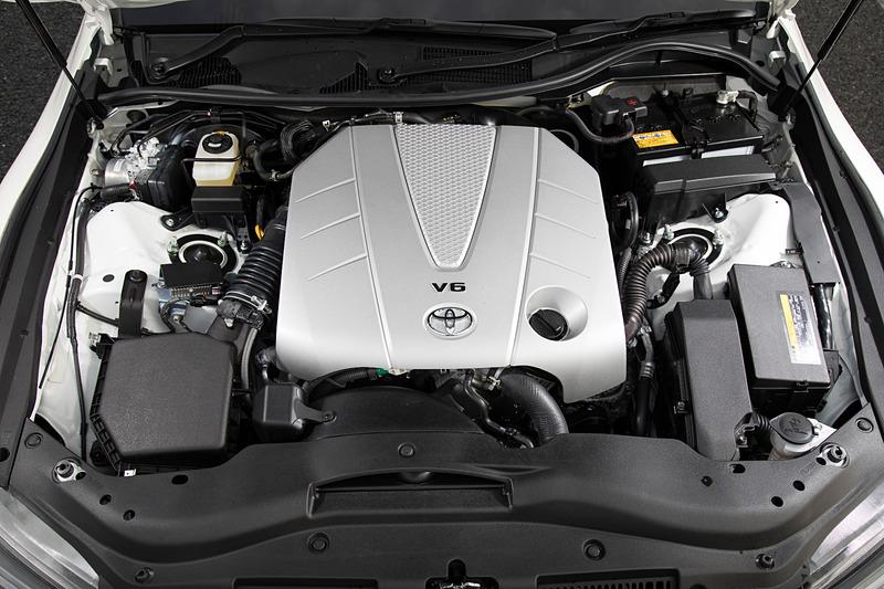 V型6気筒DOHC 3.5リッター「2GR-FSE」型エンジンは最高出力234kW(318PS)/6400rpm、最大トルク380Nm(38.7kgfm)/4800rpmを発生
