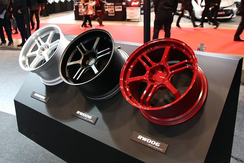 シングルスポークとツインスポークを掛け合わせたデザインが印象的な「POTENZA RW006」