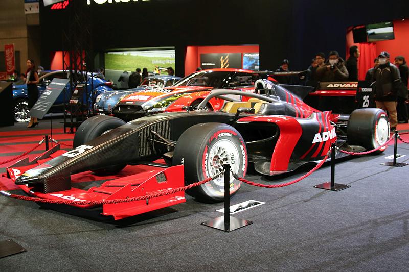 2019年のスーパーフォーミュラから使用される新型マシン「SF19」も展示。タイヤはADVAN A005
