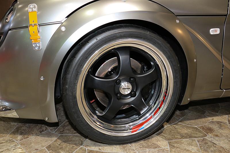 205/40 ZR17タイヤをフロントに装着