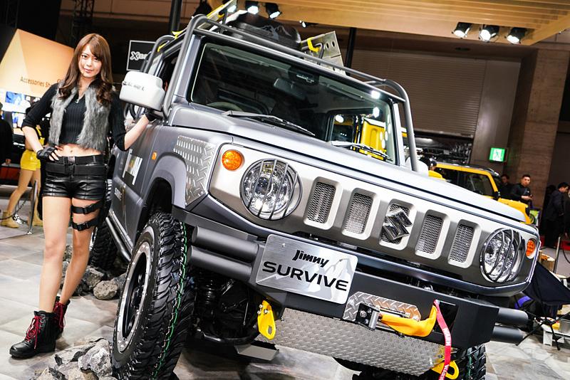 新型「ジムニー」にアウターロールケージとプロテクターを装備した参考出品車「ジムニー サバイブ」