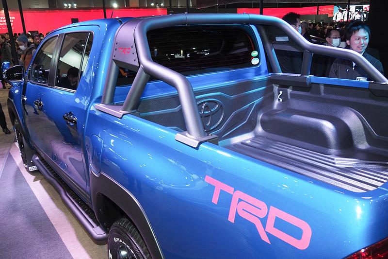 荷台のバーはTRDのスポーツバー