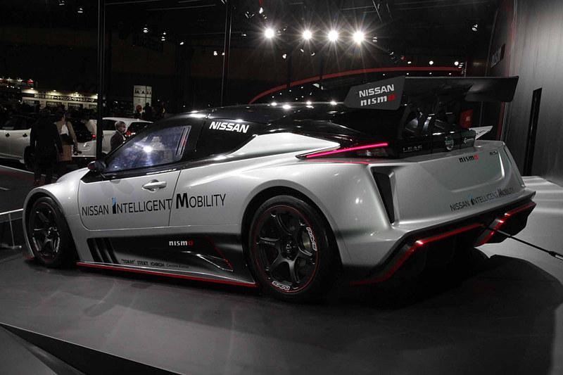 日産のモータースポーツを担うNISMOのレーシングテクノロジーによって開発され、先代の2倍以上の最高出力と最大トルクを発生する新型EVレーシングカー「NISSAN LEAF NISMO RC」