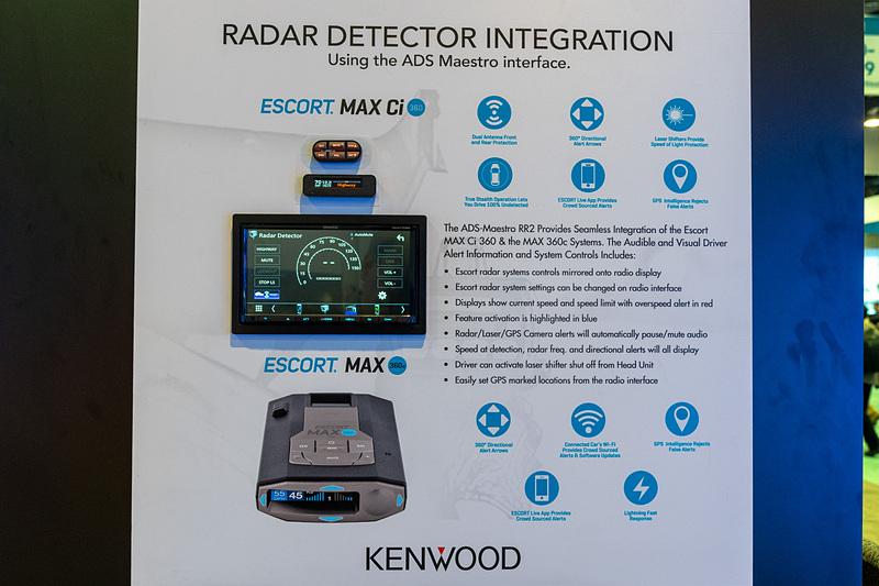 カーオーディオ関連の展示では、レーダー探知機と連動するタイプのものも
