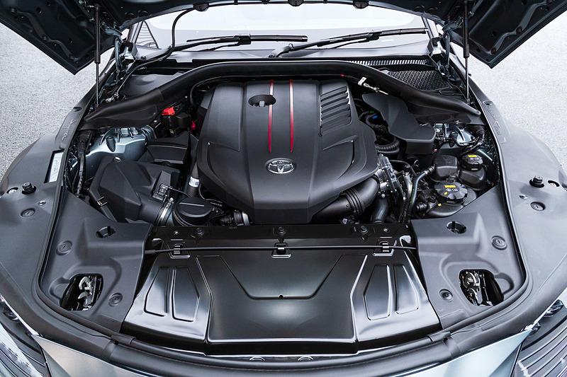 RZに搭載される直列6気筒3.0リッターツインスクロールターボエンジン。最高出力は250kW(340PS)/5000-6500rpm、最大トルクは500Nm(51.0kgfm)/1600-4500rpmを発生