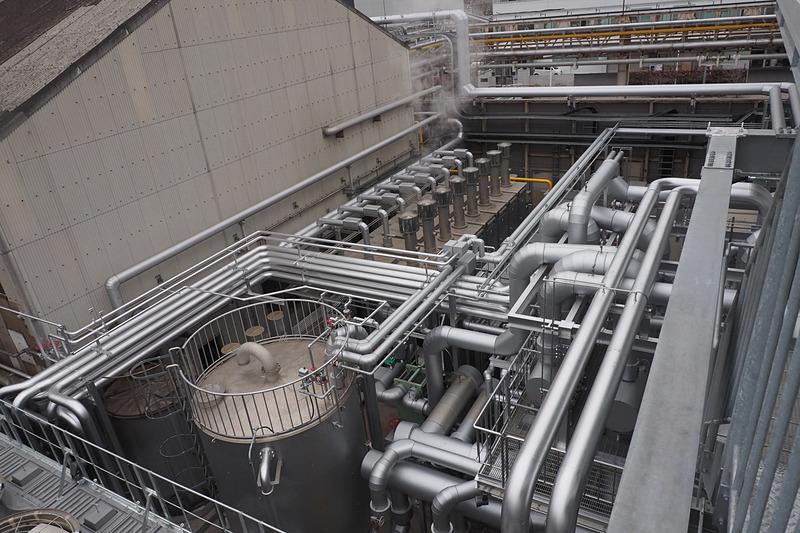 エネルギーセンターからの配管が各所に伸びている