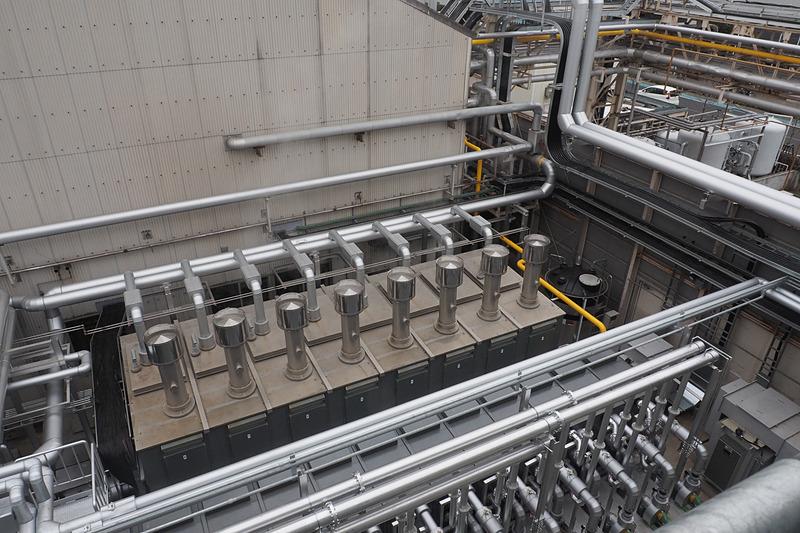 蒸気はガスエンジンのほか、8台のガス炊き貫流ボイラーでも作られる