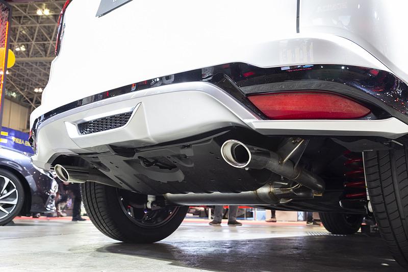 リアの下まわりも同様の空力パーツが付く。Honda SENSINGとの関係があるので、車高はベース車と変わっていない