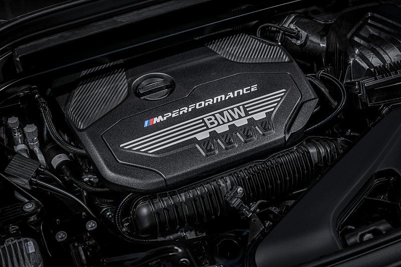 X2 M35iは最高出力225kW(302PS)/6250rpm、最大トルク450Nm/1750-4500rpmを発生する直列4気筒DOHC 2.0リッターMツインパワー・ターボ・エンジンを搭載。トランスミッションに8速スポーツATを組み合わせる